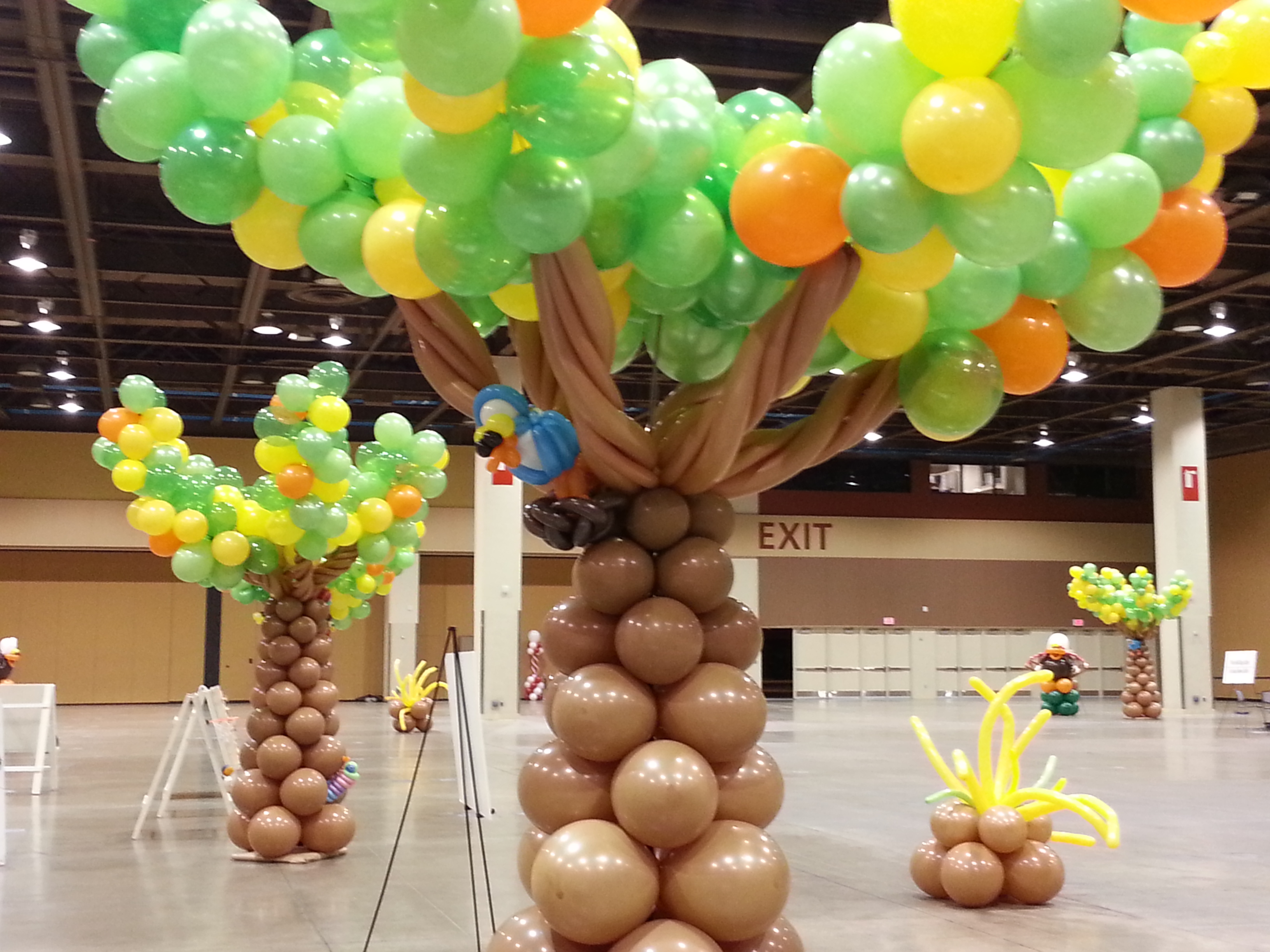 tree type balloon decor damas flowers