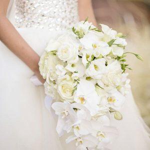 classically & elegant white bouquet