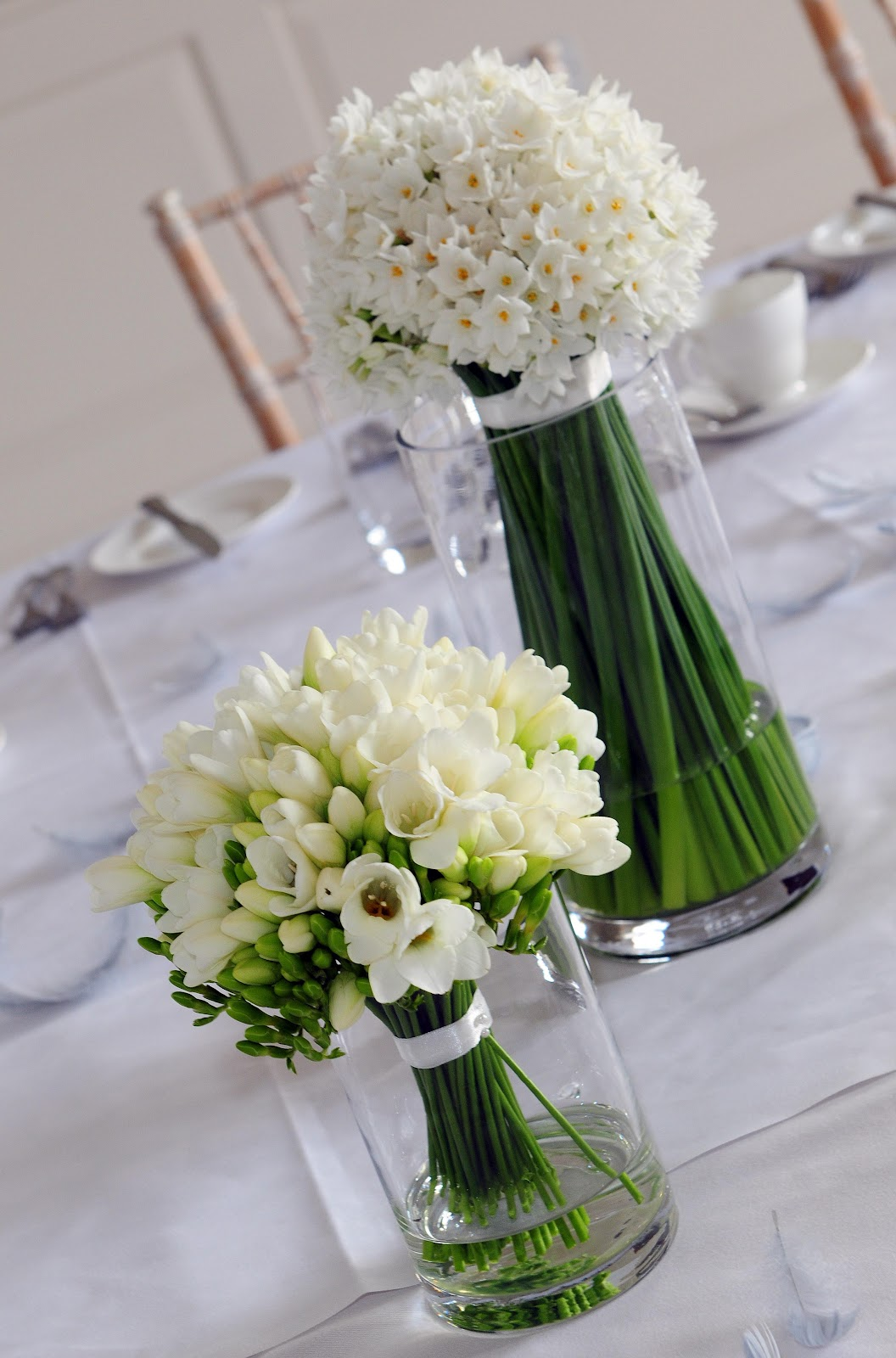 narcissus freesia table arrangement damas flowers. Black Bedroom Furniture Sets. Home Design Ideas